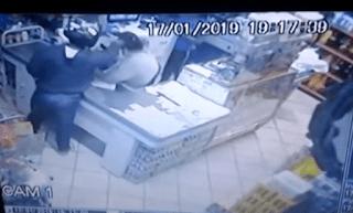 Ladrão agride funcionário de mercadinho