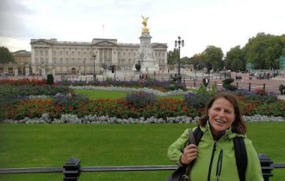 Barbara vor dem Buckingham Palace 2017