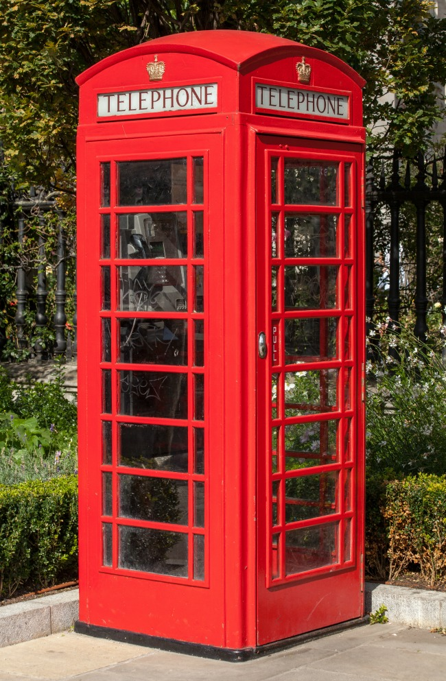 old-red-telephone-box