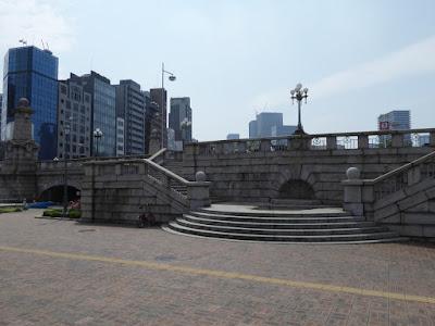 中之島公園のバラ園 難波橋