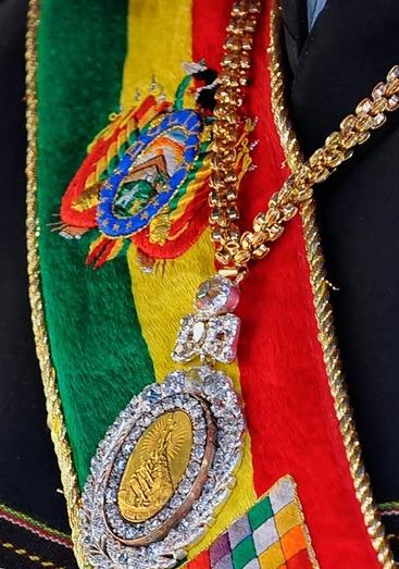 La medalla y la banda son símbolos que visten al presidente de turno / WEB