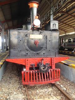 kereta uap di stasiun purwosari solo