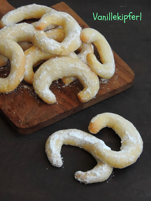 Vanillekipferl, Austrian Christmas Cookies