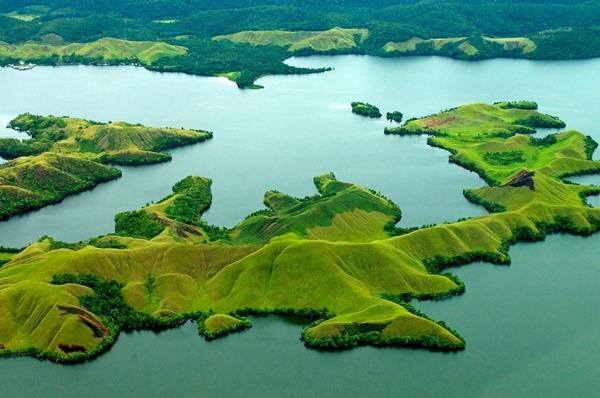 Pesona Wisata Indonesia Timur