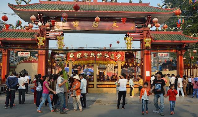 Ba Thien Hau pagoda festival 1