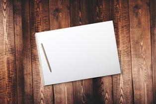 matita su quaderno per compiti d'italiano