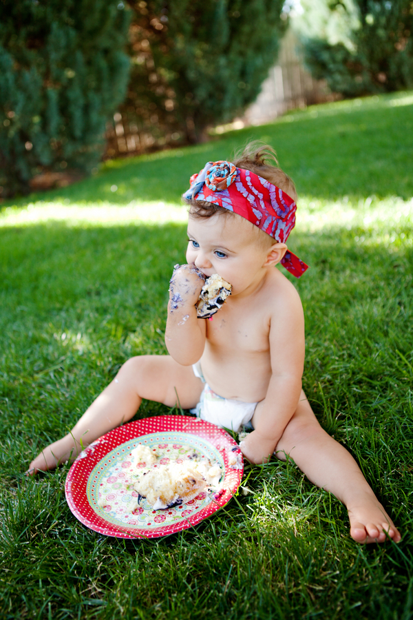 Cake+smash+1st+birthday+first+baby+eating+cupcake+frosting+pregnancy+motherhood+maternity+toddler+infant+Madison+Bamert+Photography+9 - Birthday Fashionista