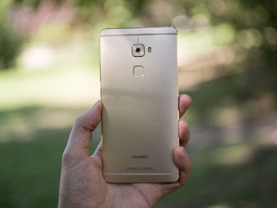 Bagian belakang Mate S terdapat kamera  review Huawei Mate S - Kamera & Baterai