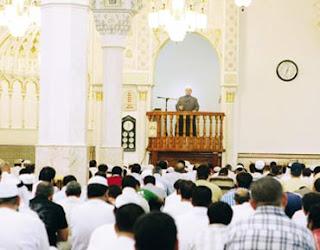 Apakah Khatib Jumat Harus Jadi Imam Shalat Juga?