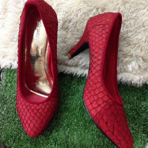 PINEAPPLESHOES   Sepatu Dari Kulit Ikan Yang Menarik Minat Pencinta Mode  Dunia. ccdbbe3c12