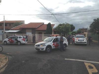 POLÍCIA MILITAR DE IGUAPE APREENDE MOTOCICLETA APÓS CONDUTOR DIRIGIR DE FORMA PERIGOSA E SE EVADIR DA ABORDAGEM