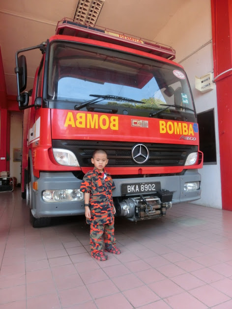 Trip to Beaufort Fire Station by PAPN Membakut; the firefighter truck