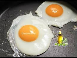 اذا كنت تقلي البيض في زيت الزيتون بغير هذه الطريقة فأنت مخطئ