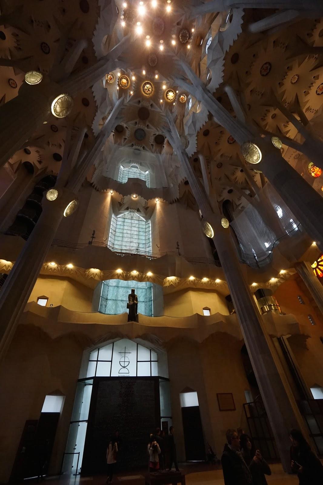 サグラダ・ファミリア (Sagrada Familia) 「栄光のファサード」側入口
