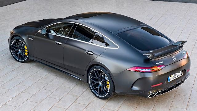 メルセデスAMG GT 4ドアクーペ