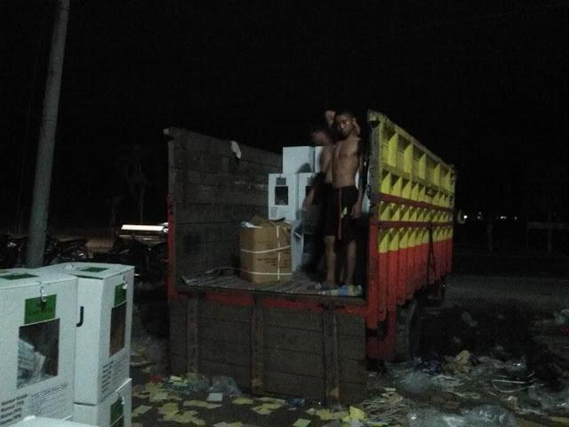 Distribusi logistik pemilu.