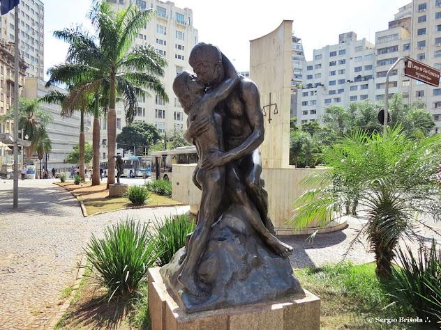 Close up da escultura Beijo Eterno ou Idílio do escultor Willian Zadig - Centro - São Paulo