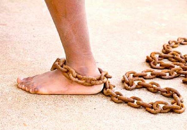Girls in Chain Hindi Poem - बेड़ियां ~ राशि पन्त
