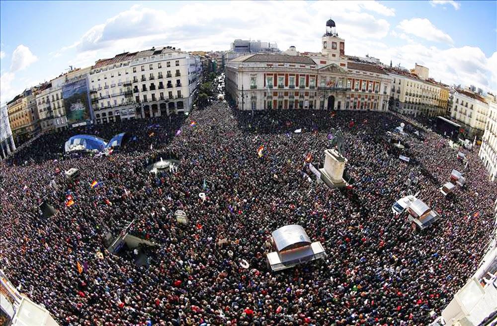 Saltimbanquiclicclic hist rica manifestaci n de podemos for Puerta del sol hoy