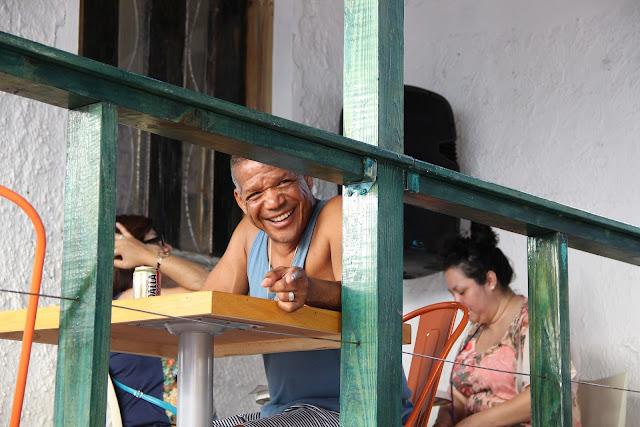 pareja boricua tomando cabe en el barcon en la isla de puerto rico