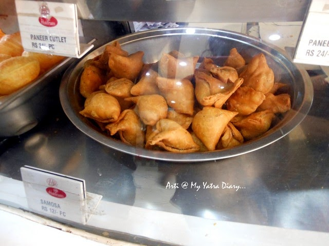 Yummy samosas at Haldiram, famous Chandni Chawk eatery, Delhi