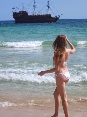 Alena - russische Frau im Bikini