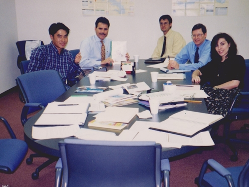 イリノイ州 エルク グローブ ビレッジのオフィスにて (1996) 朝倉 寛明