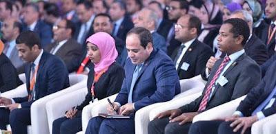 «شيماء» بجوار الرئيس خلال مؤتمر الشباب