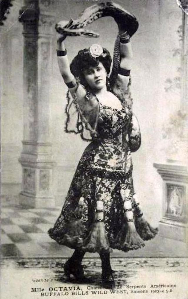 33 Amazing Vintage Photos of Female Circus Snake Charmers