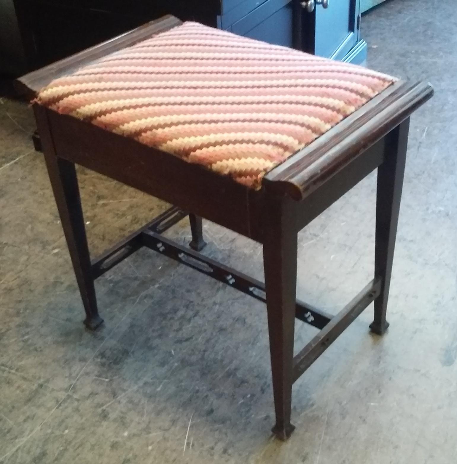 uhuru furniture collectibles sold vintage vanity bench with storage 30. Black Bedroom Furniture Sets. Home Design Ideas