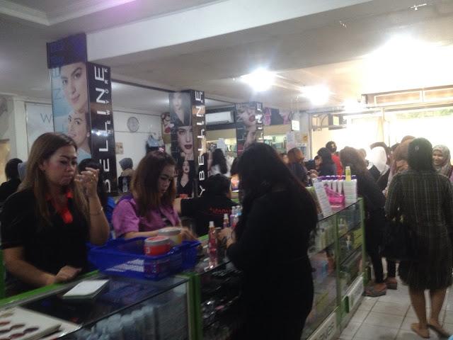 Toko Mahmud Bandung buat yang Nyari Kosmetik dan Make up Kit Murah!