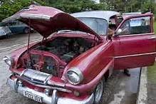 Los almendrones son los viejos autos, casi todos de fabricación norteamericana, de la década de los años 50 en su gran mayoría que circulan en Cuba prestando un gran servicio a su población.
