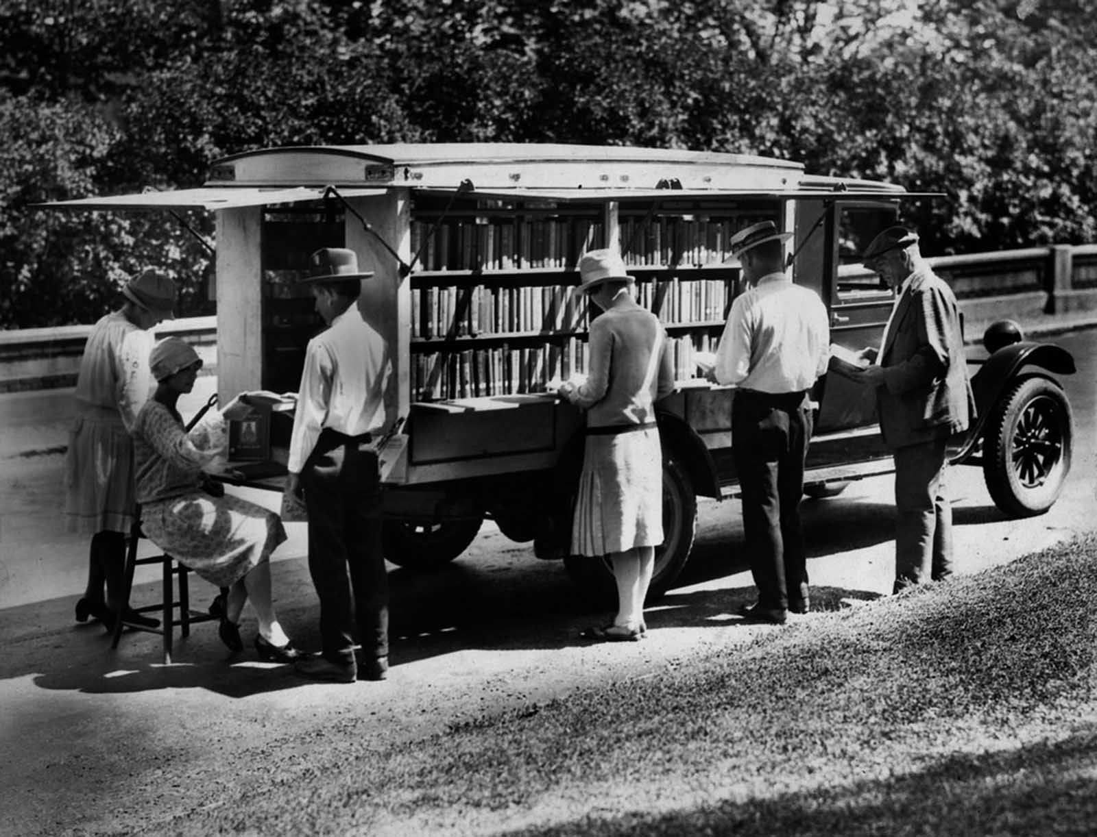 The Public library of Cincinnati's first bookmobile, circa 1927.