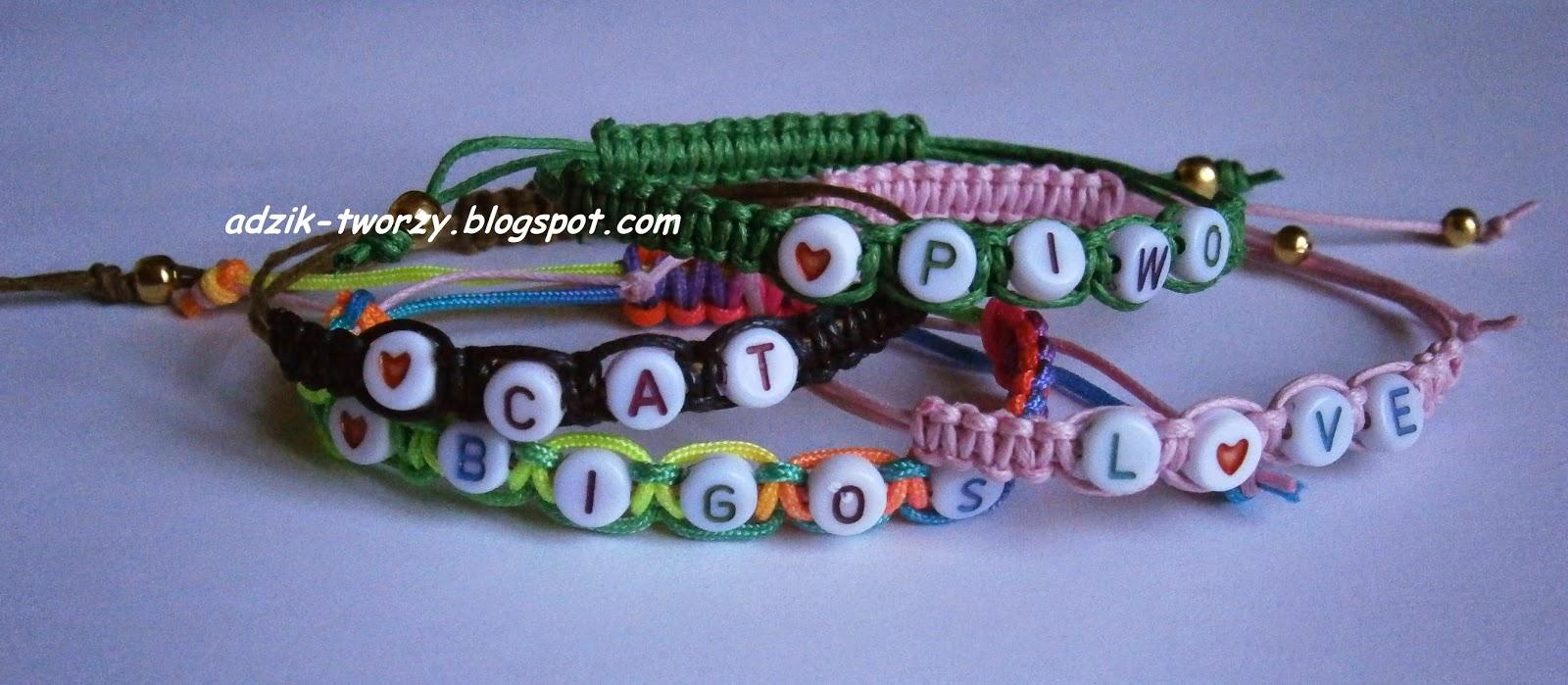Makrama na wesoło - plecione bransoletki z napisami