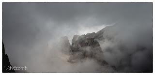 Felhős Dolomitok Olaszországban