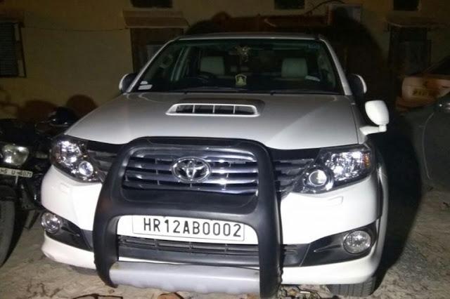 दिल्ली में कार से मिले 27 लाख की नई करेंसी