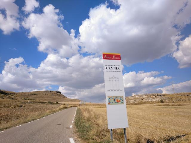 Entrada a Cluni-a en la carretera BU-925