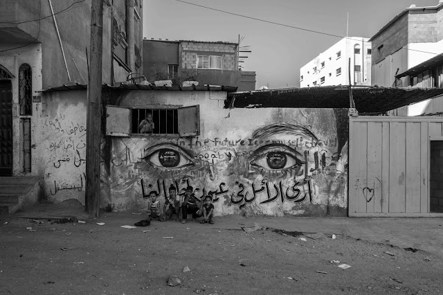 EYES OF GAZA is a Street Art project created by aptART (Awareness & Prevention Through Art) combined with an art therapy component run by Kaynouna Arab Art Therapy in collaboration with Mercy Corps and Ajyal Association for Creativity and Development.