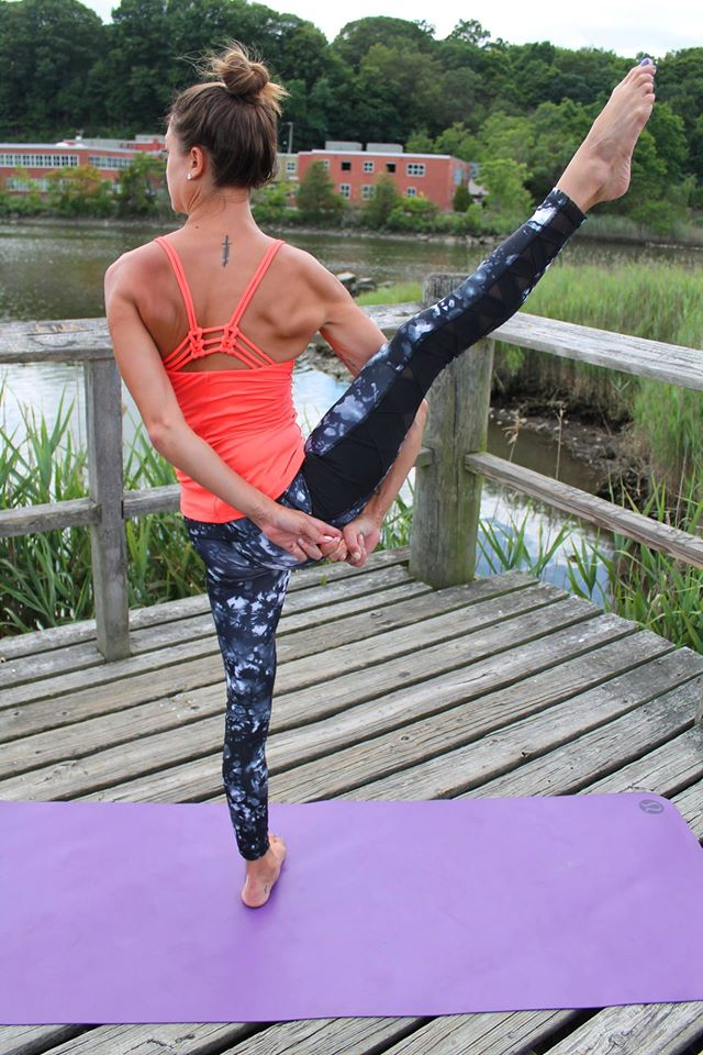 lululemon rise-and-flow-pant sunshine-salutation-tank