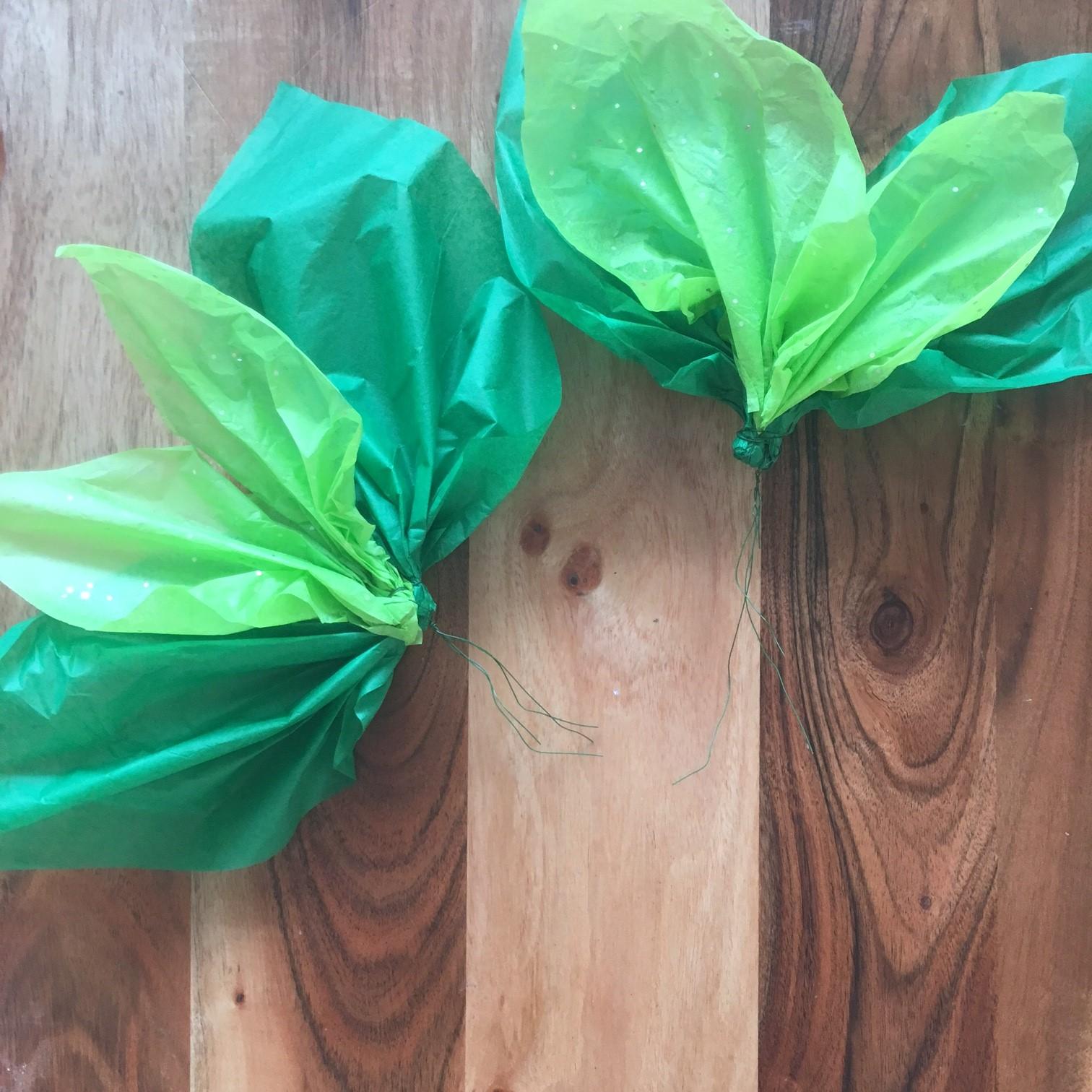 Tissue paper pointsettia paper flower tutorial handmade for Handmade paper flowers tutorial