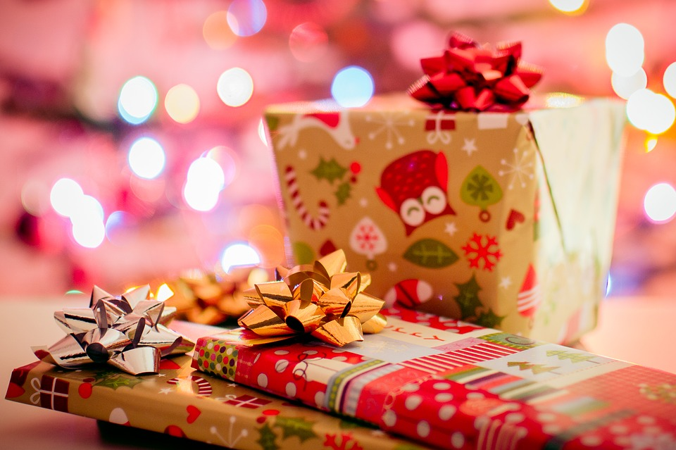Freelance lady 6 ideas for an unforgettable christmas party you can choose to purchase the presents yourself or you can request that each guest bring a generic present to add to the pot solutioingenieria Choice Image
