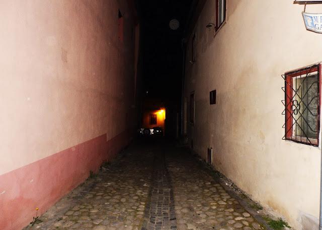 Jedna z nocnych uliczek miasta (2015)