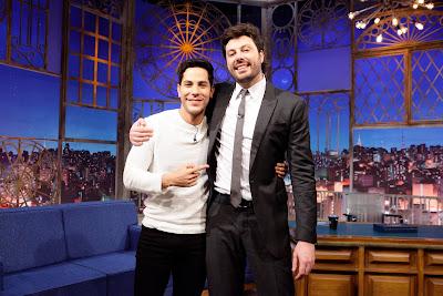 Christian e o apresentador (Crédito: Gabriel Cardoso/SBT)