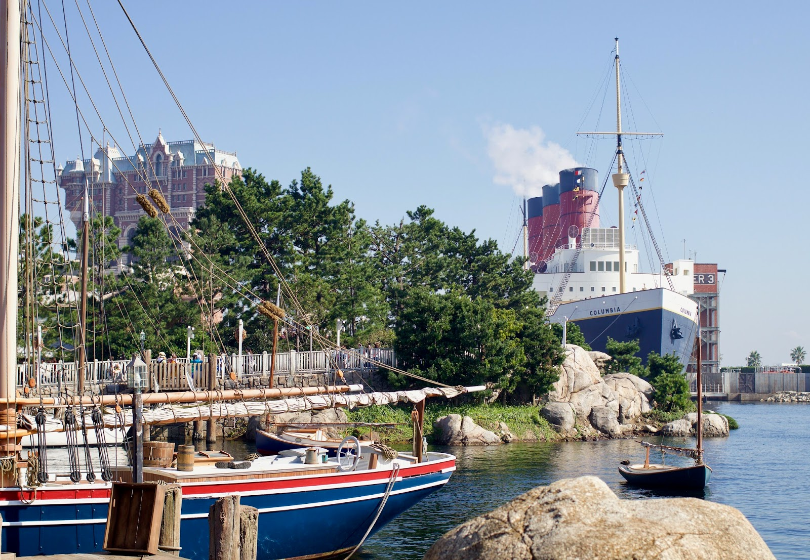 Tokyo-Disney-Sea-American-Waterfront-S.S.-Columbia-Tower-of-terror