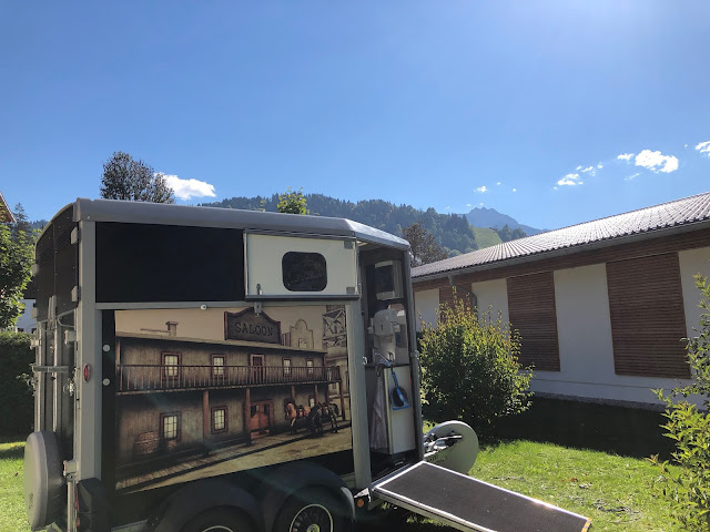 Horsebox-Bar, horseboxbar, Bayern, Garmisch-Partenkirchen, Event, mobile Bar, pop-up Bar, rent a bar, Uschi Glas, 4 weddings & events, 4 Gin & drinks, Hochzeitsbar, Event-Bar, Highlight für Events, Barhänger