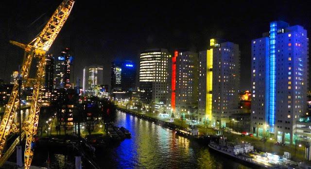 Vistas nocturnas  en el hotel Mainport de Rotterdam