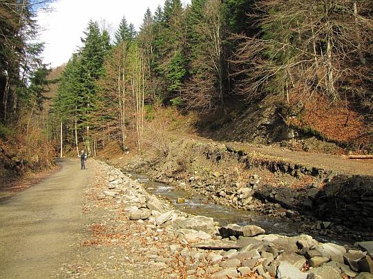 Droga jest bardzo wygodna, ale jeszcze rok temu była zniszczona przez powódź