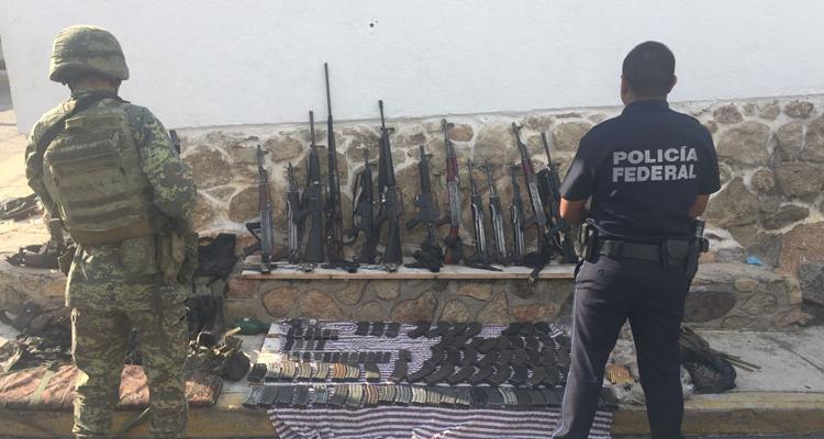 """Caen tres presuntos miembros de """"Los Viagras"""" en Guerrero, les decomisan armas y balas aún sin usar"""