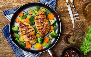 Pollo con verduras a la plancha