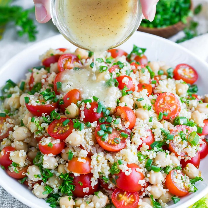 TOMATO QUINOA SALAD #vegetarian #easysalad